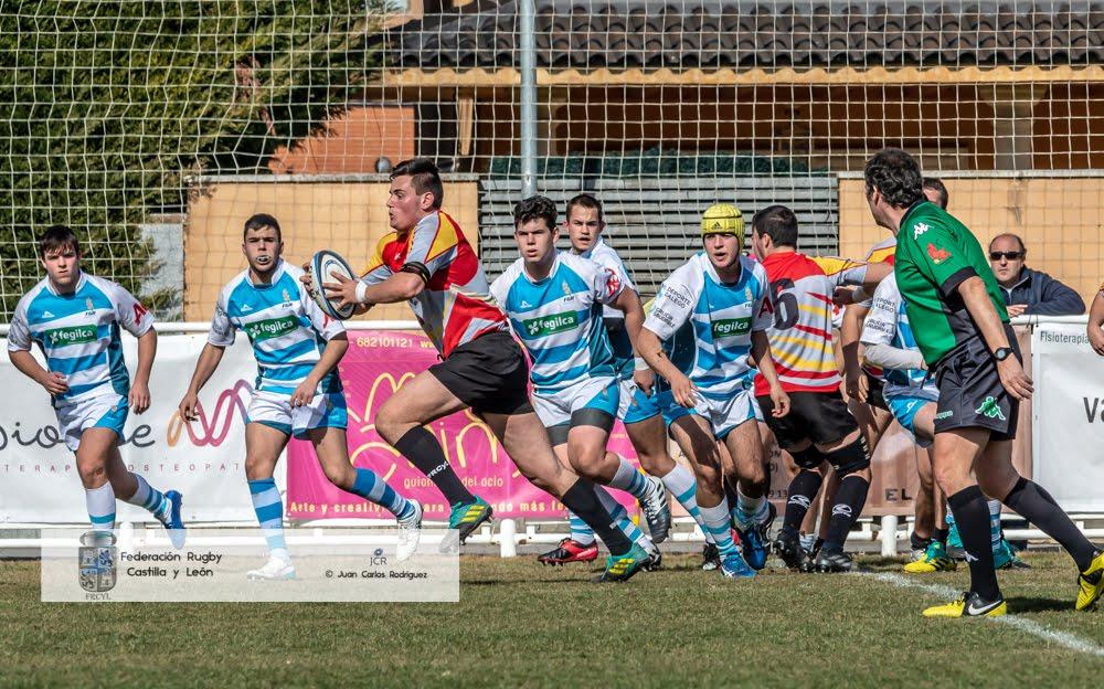 Pablo Miranda, Sub-18 de la Escuela Robher Asesores León Rugby Club, disputa un amistoso con la selección de Castilla y León
