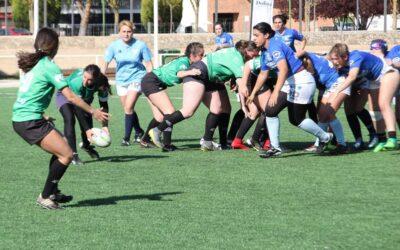 Las chicas de la Escuela Robher Asesores León Rugby Club disputan un duelo amistoso ante Pingüinas Rugby Burgos